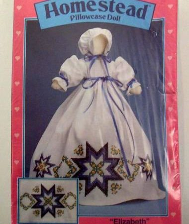 Stoffen-, naai en borduurpakket Wonderart. Compl. Amish pop Elizabeth
