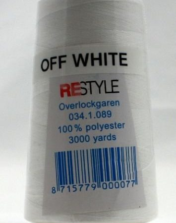 Polyester lockgaren off white 034.1.089. Lengte: 2700 meter