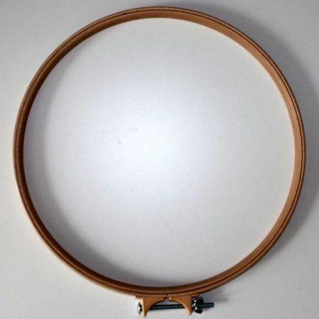 Quiltring. Sterk hout. Stevige klem om stof vast te houden. Diameter: 35 cm