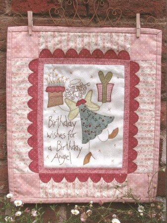 Hatched and Patched Anni Downs Quiltpatroon Birthday Angel Geboorte Engel P0064