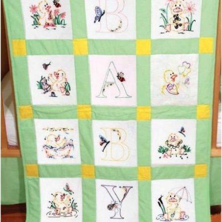 Quiltblokken voor babyquilt Voorbedrukt met eenden en de letters BABY