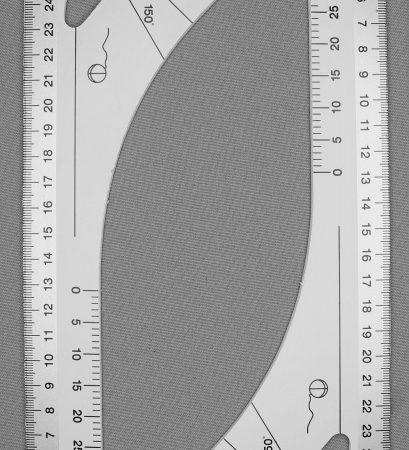 Liniaal of kleermakersliniaal. Hoek klein. De lengte van de liniaal is 30 cm