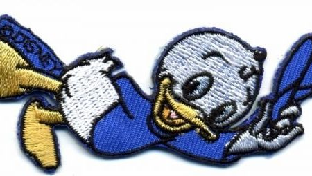 Strijkapplicatie geborduurd. Blauw. Neefje Donald Duck: Kwik.