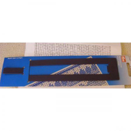 Markeerliniaal van Prym. Handig hulpmiddel bij het lezen borduurpatronen
