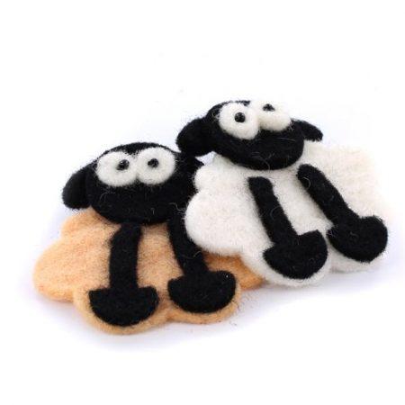 Wolvilt van het merk La Fourmi. Een set van twee verschillende schapen