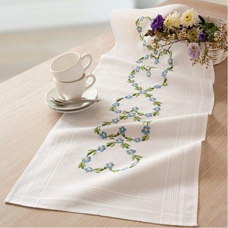 Deco-line tafelloper voorbedrukt katoen 1253. Afmetingen zijn: 40 x100 cm
