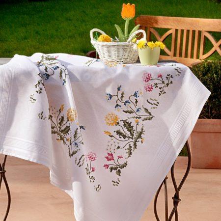 Deco-line tafelkleed voorbedrukt katoen 1353. Het patroon is voorbedrukt