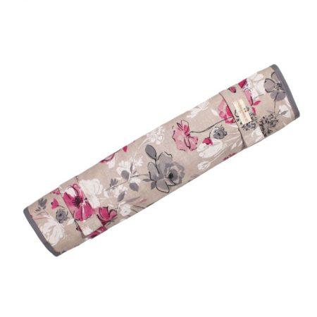 Breinaaldenetui. In bloemmotief in de kleuren roze, grijs, wit en ecru.