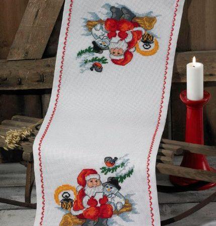 Borduurpakket. Kerst tafelloper. Merk: Permin. Kerstman en sneeuwpop.