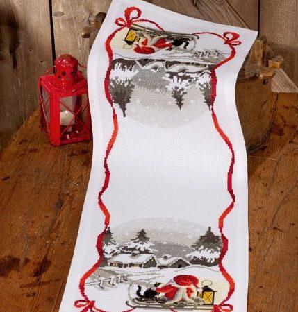 Borduurpakket. Kerst tafelloper. Merk: Permin. Kerstman op de slee.