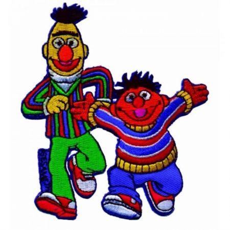 Strijkapplicatie. Sesamstraat. Geborduurd. Bert en Ernie aan de wandel.