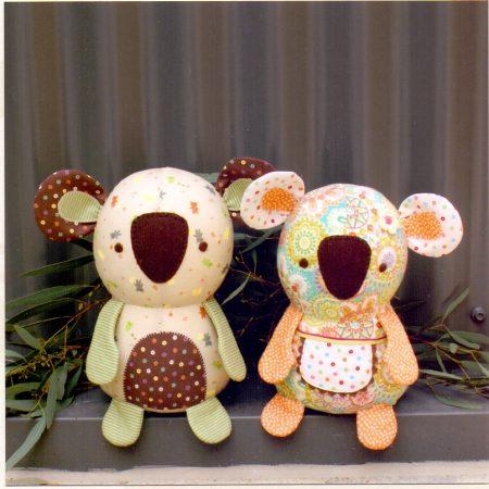Naaipatroon Melly & Me. Bonzer en Beaut. Twee lieve koala beertjes.