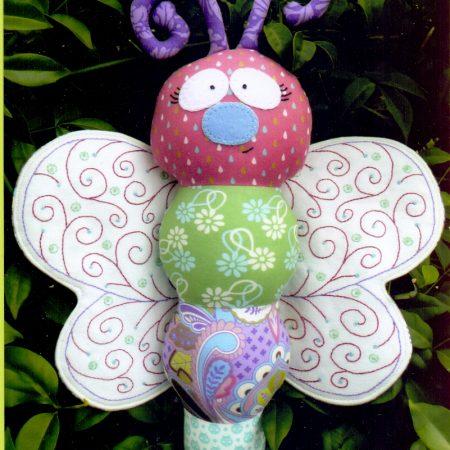 Naaipatroon Melly & Me. Blossom. Vlinder met geborduurde vleugels.