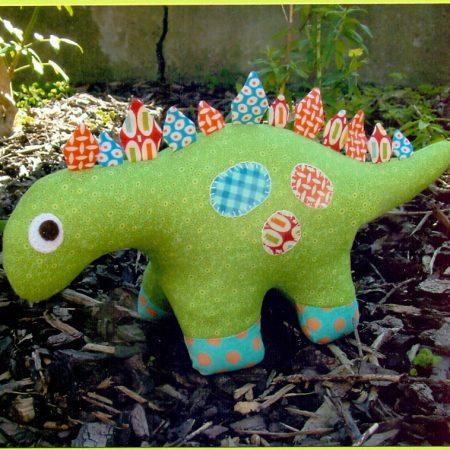 Naaipatroon Melly & Me. Dilbert. Een lieve dinosaurus.