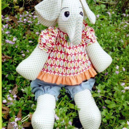 Naaipatroon Melly & Me. Ellie. Een mooie knuffel olifant.