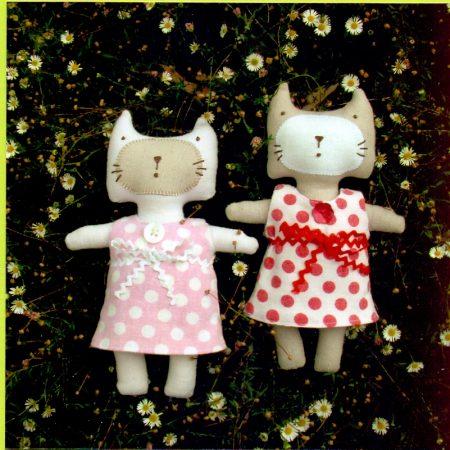 Melly & Me naaipatroon M014. Little Kitty. Een knuffelpoesje met jurkje