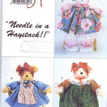 Butterick 3718 Beer. Patroon voor een beer en drie verschillende outfits.