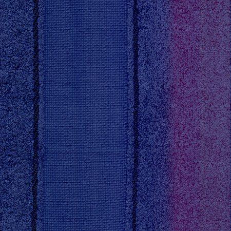 Gastendoekje donkerblauw met Aida rand. De rand met 45 kruisjes hoogte