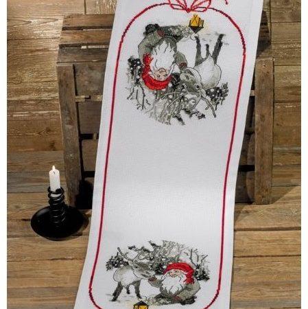Permin kerst tafelloper aida. Afmetingen tafelloper zijn: 34 x 100 cm.